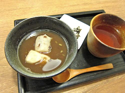 新潟市に来たら、焼き餅入りの特製おしるこ