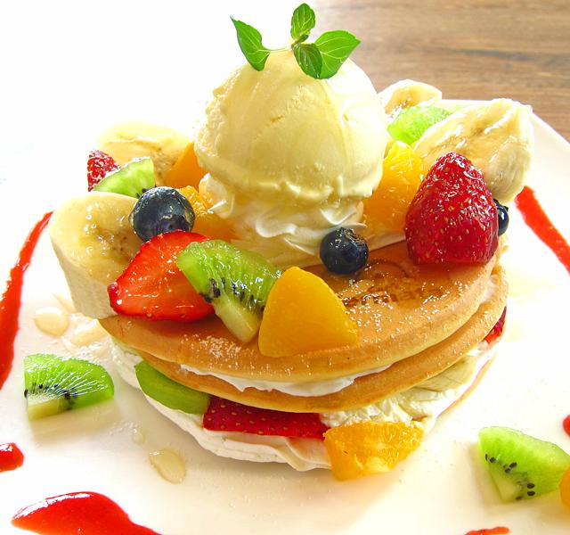 新潟市に来たら、フルーツデコレーションパンケーキ