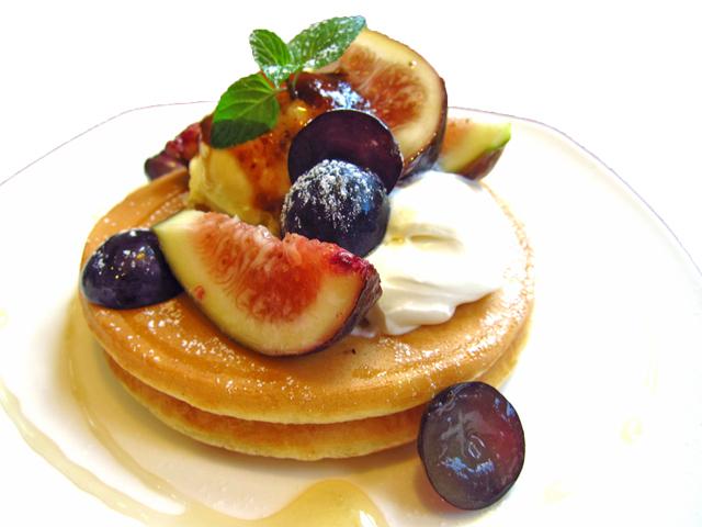新潟市で葡萄といちじくのパンケーキ